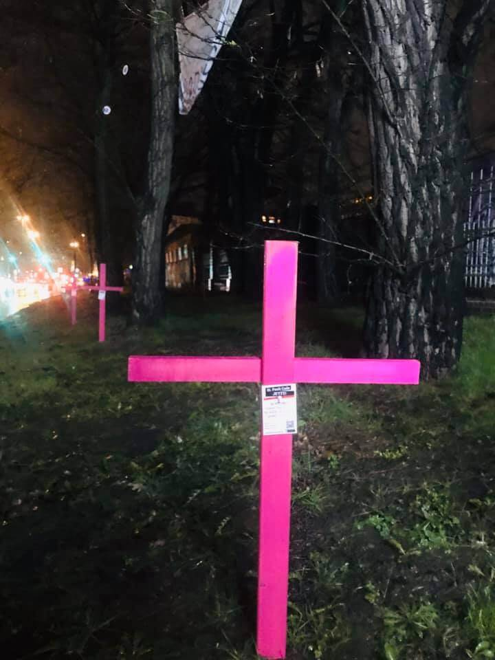 22 Bäume sollen dem Büroklotz weichen. St. Pauli Code JETZT! versucht diese zu retten.